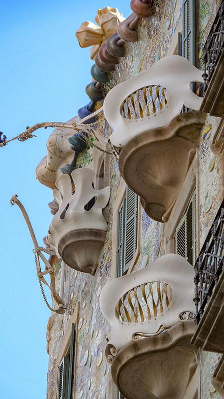 Casa Batlló ist eine der schönsten architektonischen Sehenswürdigkeiten Barcelonas