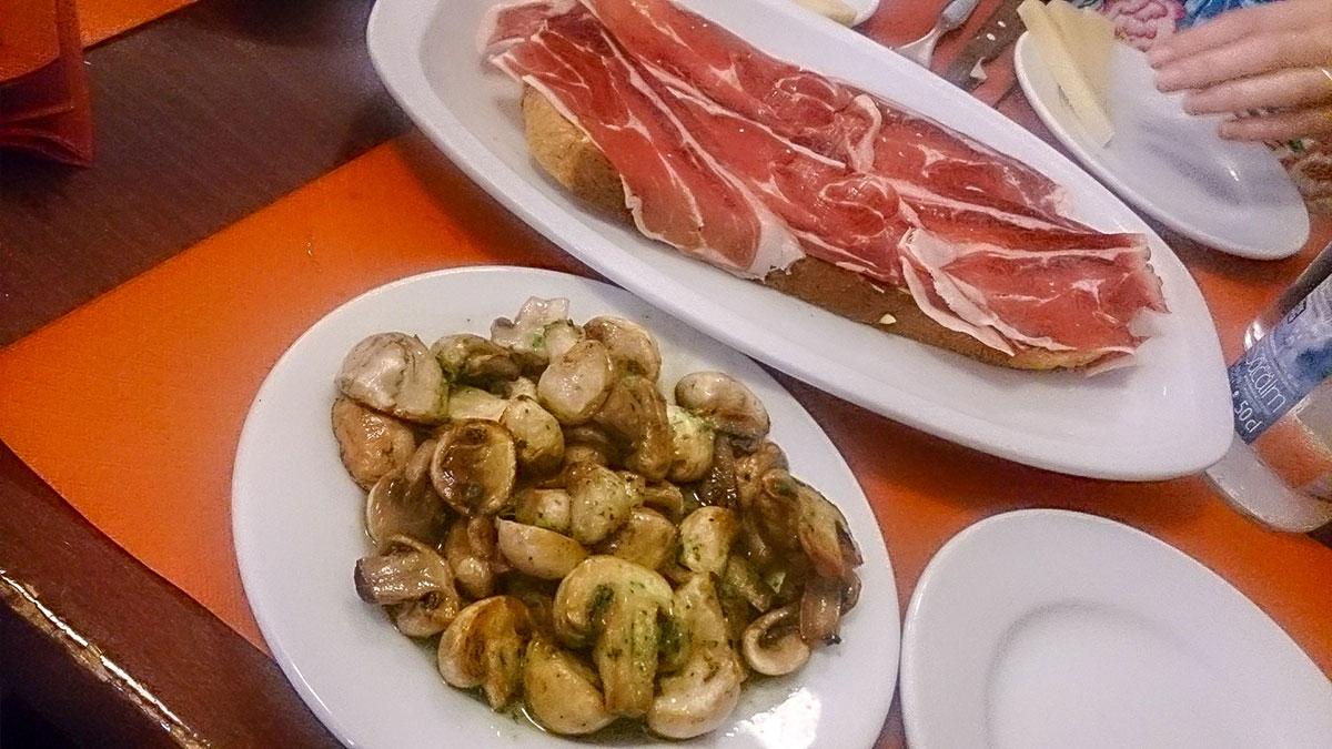 Cerano Schinken und Champignons - Tapas Essen in Barcelona