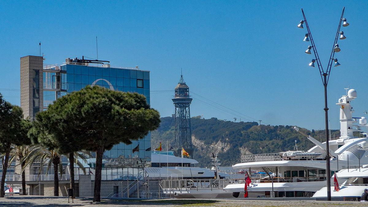 Luxusyachten im Hafen von Barcelona