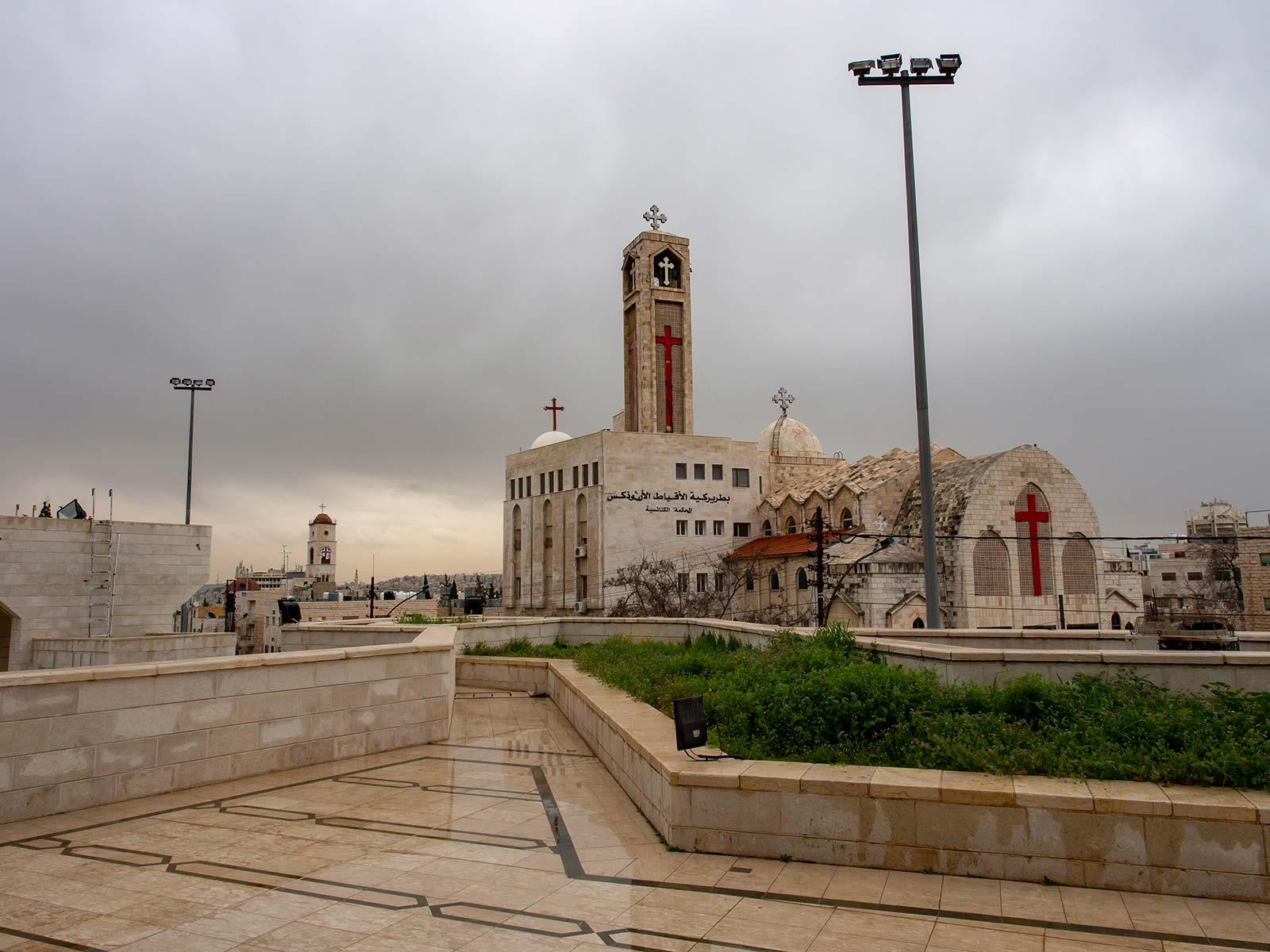Blick von der Zentralmoschee Amman auf Kirchen