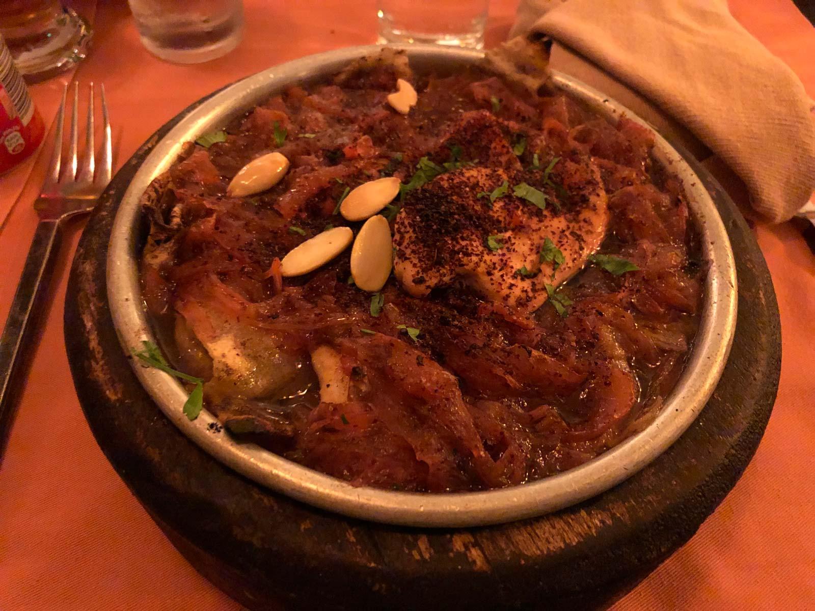 Mesa-Khan - Hähnchen in Zwiebelsauce mit Nudelteig