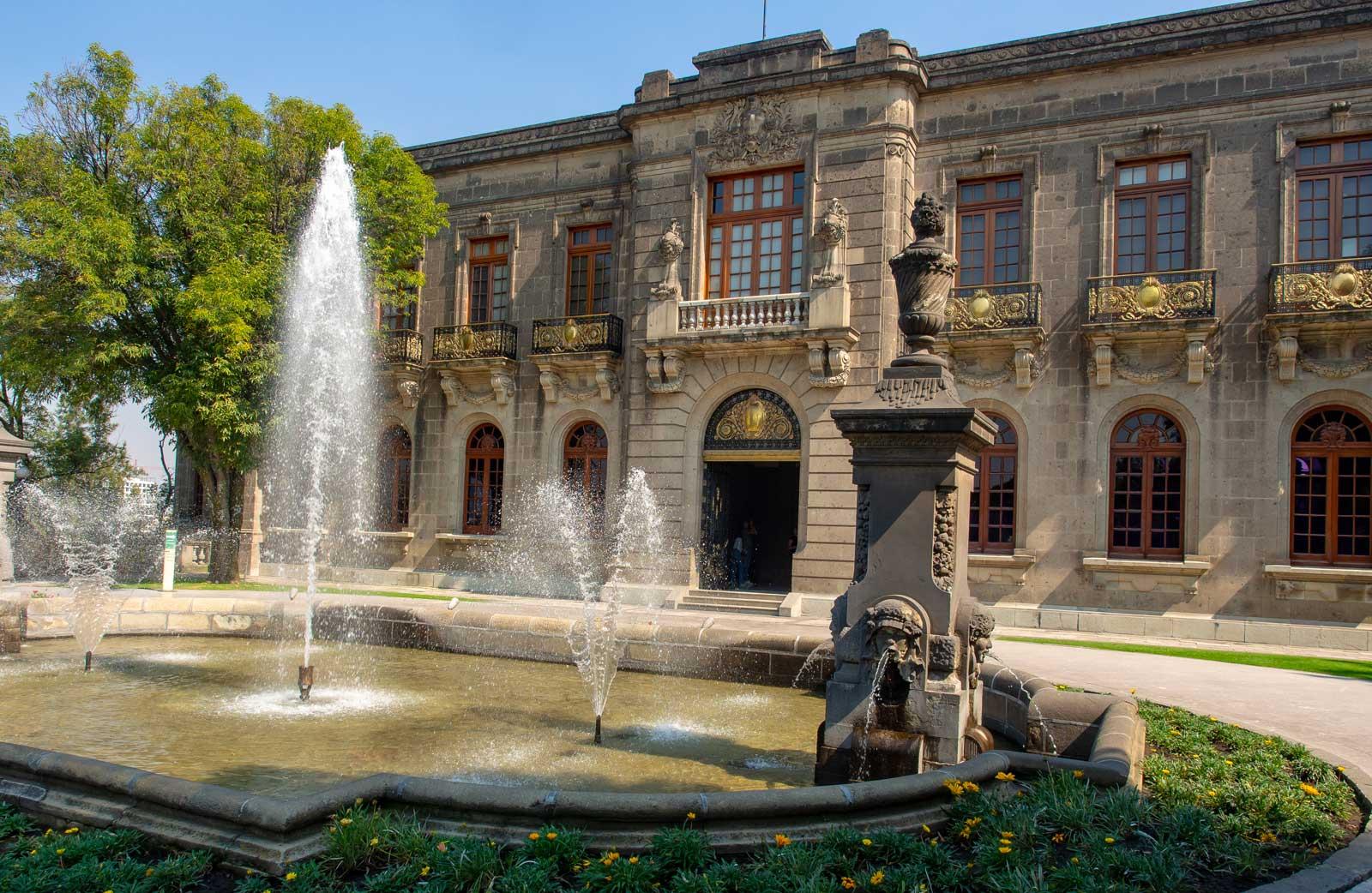 Garten mit Brunnen - Castillo de Chapultepec