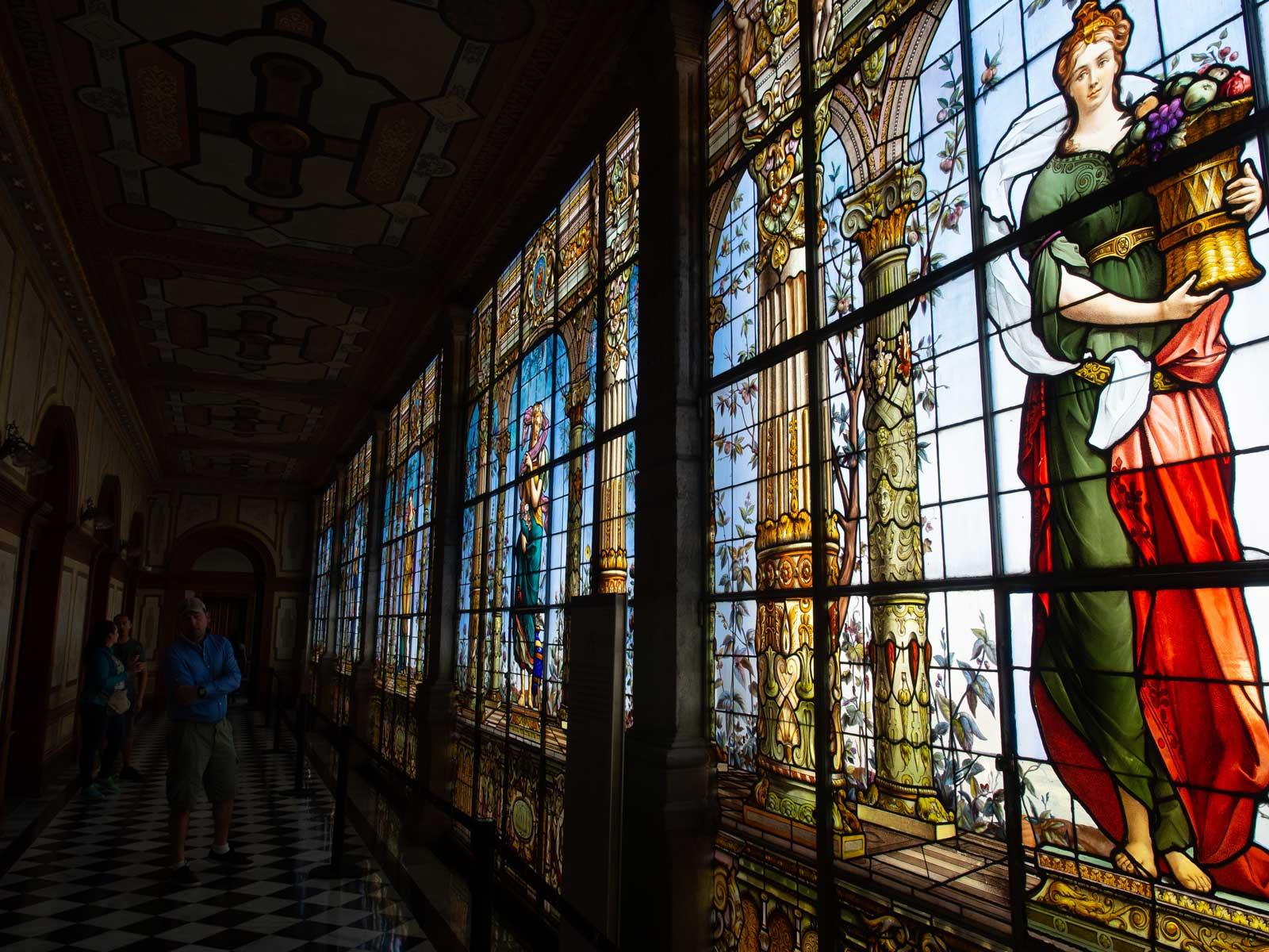 Glasfenster im Schloss
