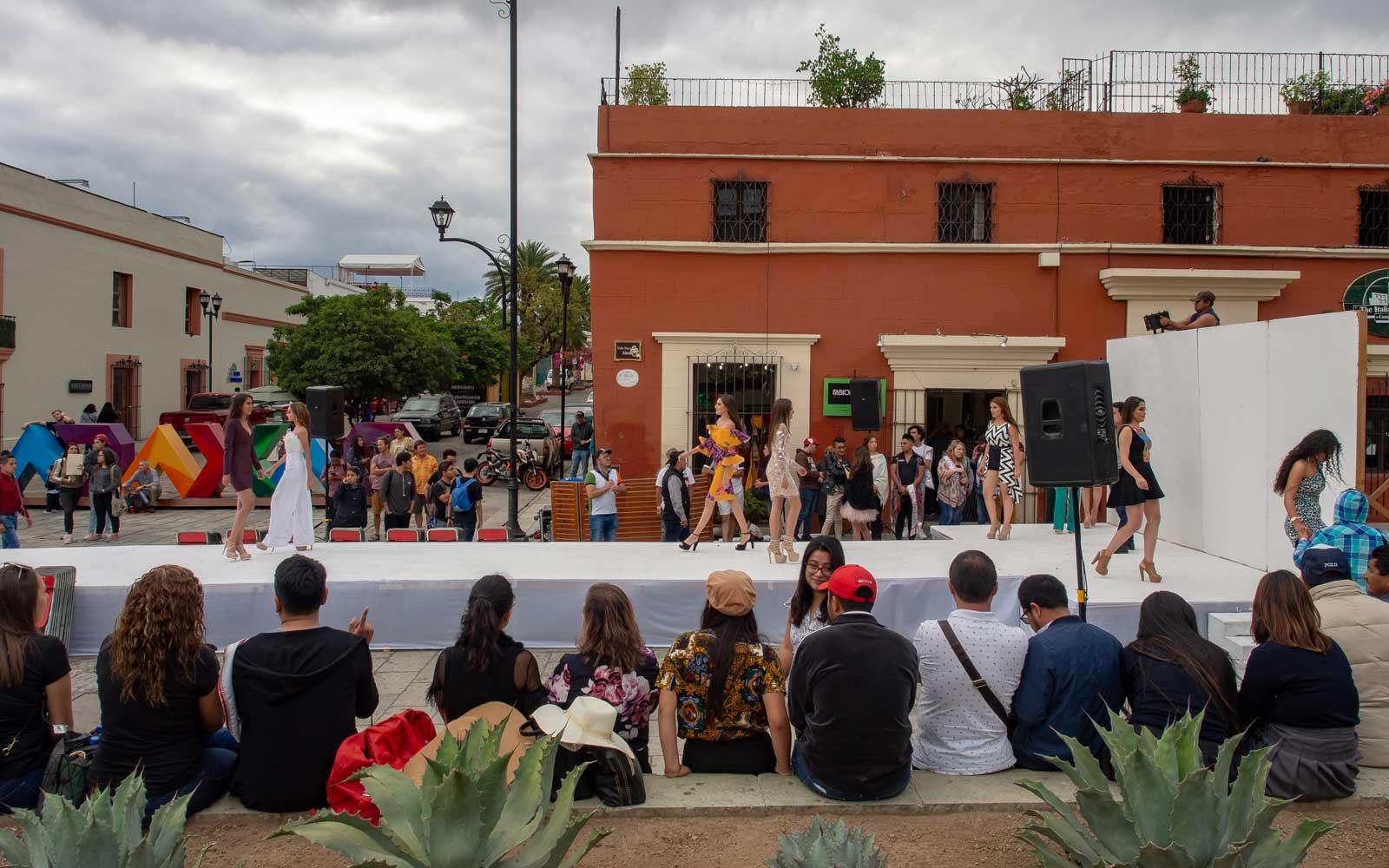 Schönheitswettbewerb / Modeschau in Oaxaca