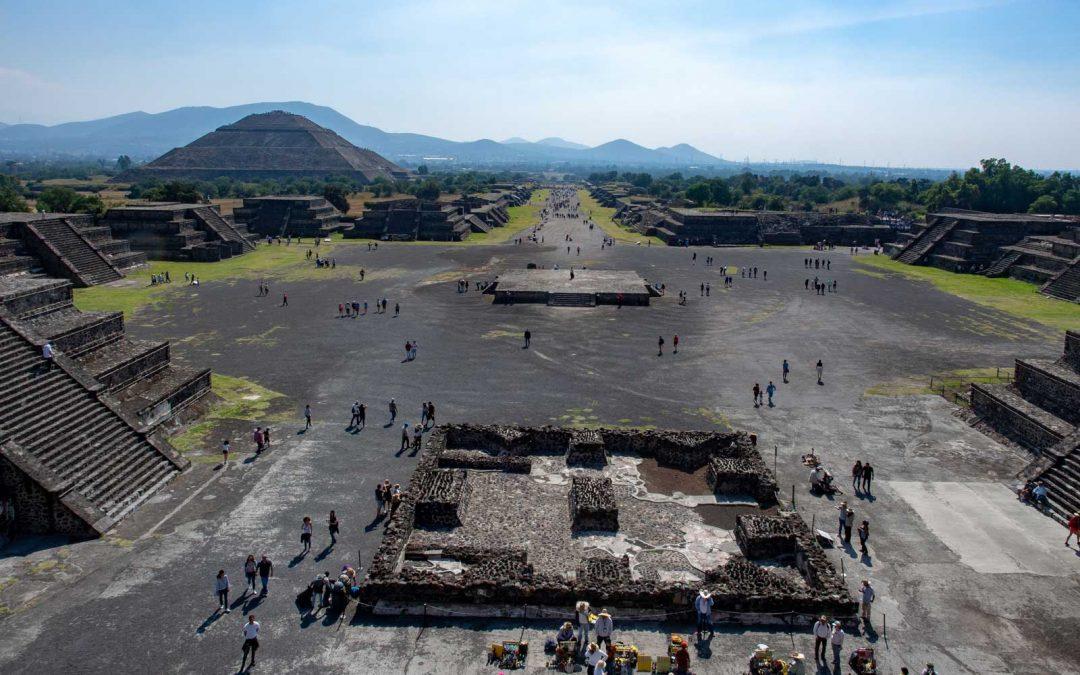 Überblick über Teotihuacán - Straße der Toten